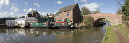 worcester and birmingham canal: marina on the worcester and birmingham canal alvechurch worcestershire uk