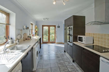 azulejos cocina: Una cocina nueva en una casa nuevamente convertida Foto de archivo