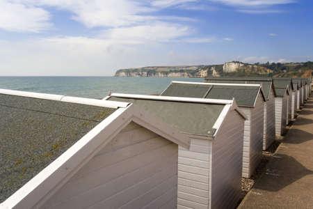 cabane plage: plage de refuge de front de mer seaton devon Angleterre uk.