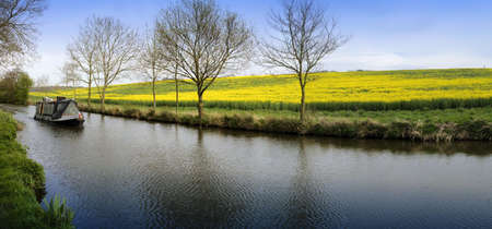 avon: A narrow boat on the Stratford upon avon canal, Preston Bagot  Warwickshire, Midlands England UK.