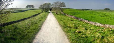 cycleway: vista dal sentiero Tissington cycleway e sentiero lungo linea ferroviaria in disuso Peak District National Park Derbyshire england uk