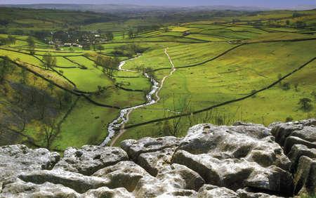 inglaterra Yorkshire Dales parque nacional pavimento de piedra caliza Malham cala