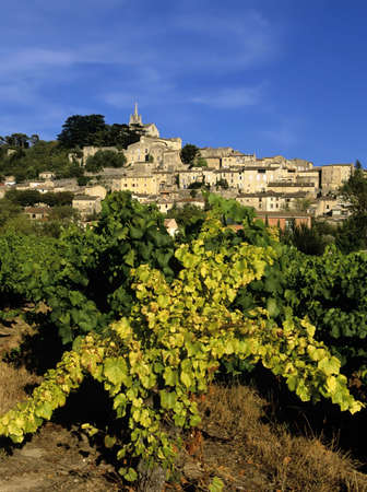 the luberon: french hilltop village bonnieux the luberon vaucluse provence south of france europe Stock Photo