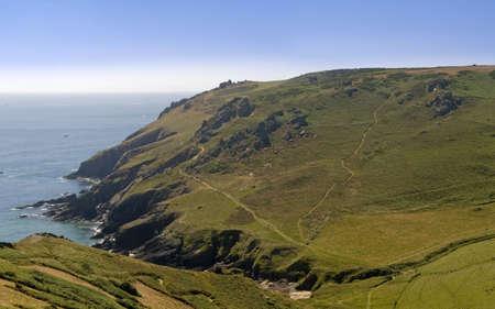 jamones: los acantilados en bolberry abajo en el sur de la costa oeste de Devon camino de la costa sur de Devon jamones Inglaterra Reino Unido Foto de archivo