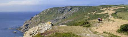 jamones: los acantilados de bolberry hacia abajo sobre la devon sur oeste de la ruta de la costa costa sur jamones devon Inglaterra uk