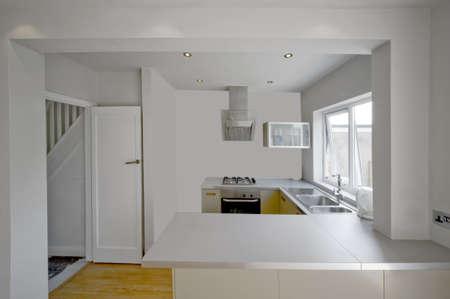 complemento: imagen de color en la cocina reci�n restaurada casa reconstruida superficies de trabajo Foto de archivo