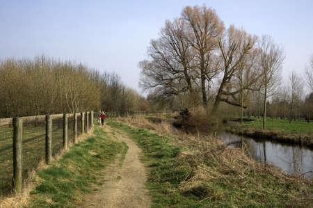 cotswold: il fiume occhio sul sentiero Cotswold Way inferiore macellazione nel Cotswolds