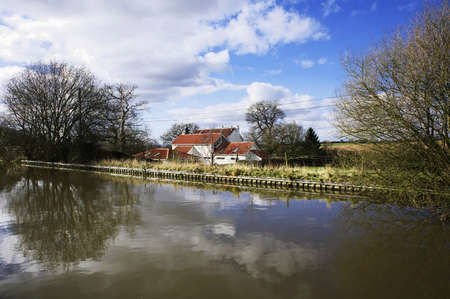 tardebigge: Houses next to canal or river. Stock Photo
