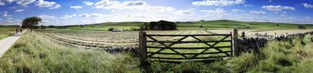 disused: Vista desde la alta cycleway de Sendero de pico y sendero a lo largo de ferrocarril en desuso l�nea pico distrito Parque nacional derbyshire Inglaterra uk