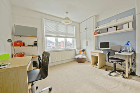 hospedaje: adolescentes de un dormitorio en casa de dise�o reci�n convertidos limpio y moderno