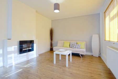 complemento: sala de estar en la casa reci�n restaurada reconstruida