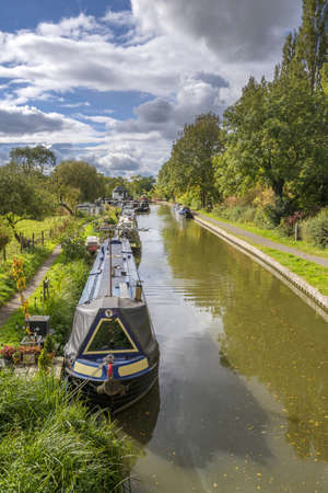 inland: a canal on the inland waterways network of navigable canals and waterways in the english and british countryside in the uk, united kingdom, great britain, europe Stock Photo
