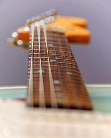 musicality: una chitarra stratocaster rossa