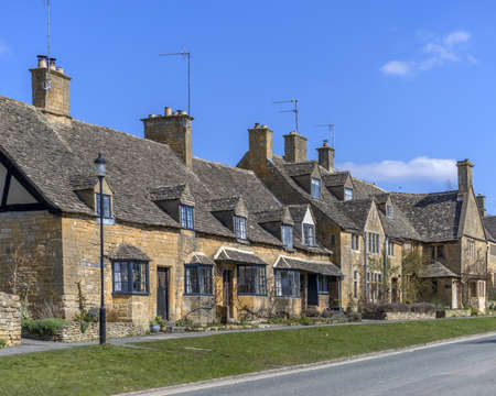 worcestershire: cottages in broadway village in the cotswolds, worcestershire, england, uk