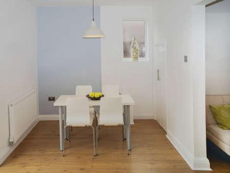 complemento: imagen en color cocina-comedor en la casa reconstruida recientemente restaurado