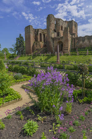 elizabethan: elizabethan gardens kenilworth castle UK
