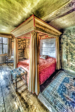 poster bed: Stately home interior