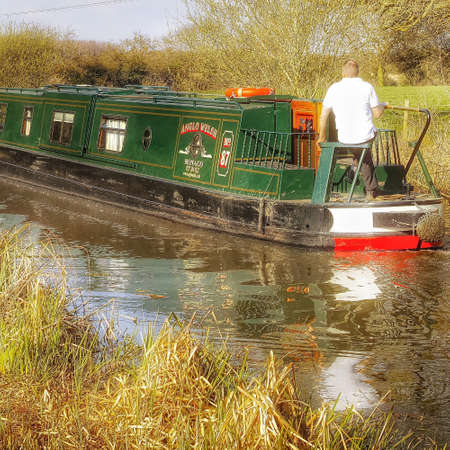 cruising: Cruising on the stratford canal england UK