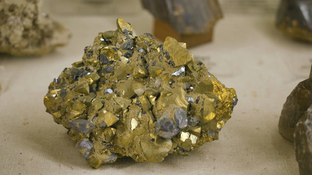 commodities: Samples of rock or mineral rocks, which are represented in the Museum of Geology presented in a single copy Foto de archivo