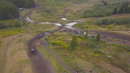 View of SUVs riding on puddle. Clip. Top view of surmounting puddles of SUVs on mud races. Jeep racing. Standard-Bild - 113499815