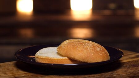 Burger bun on a plate. Stock footage. Appetizing bun for cooking a Burger. Delicious food Imagens - 128055147