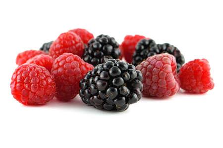 果実、ラズベリーおよびブラックベリーの分離、白の背景 写真素材
