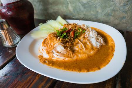vermicelli: Fideos de arroz con salsa de curry