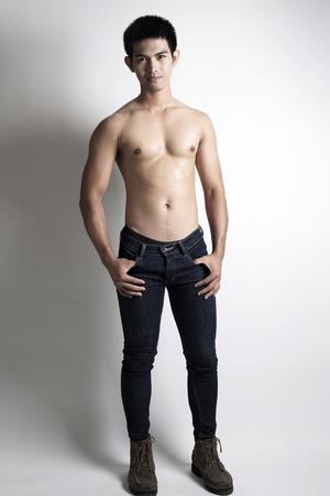 hombres sin camisa: Retrato de Asia modelo sin camisa masculina