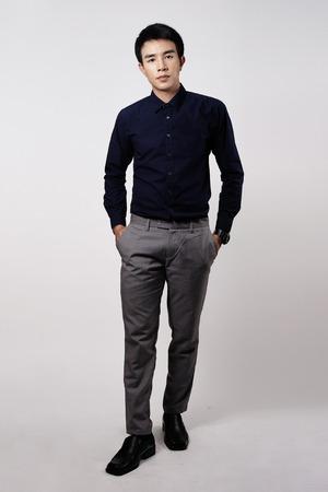 beau jeune homme: Portrait homme asiatique en studio