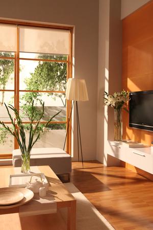 큰 창문과 나무 바닥과 현대 거실 디자인