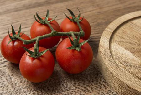 나무 좋은 질감 배경에 제시하는 신선한 토마토 스톡 콘텐츠