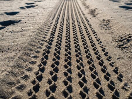 Close up view of tire tread marks on beach sand Banco de Imagens