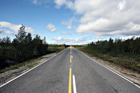 フィンランド北部の道路