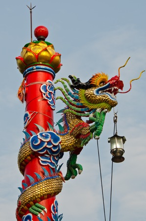 workship: Dragon statue in a Chinese temple Stock Photo