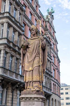 The historic bishop Ansgar statue on Trostbrucke bridge in Hamburg, Germany Reklamní fotografie
