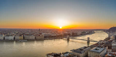 Panoramic aerial drone shot of Budapest sunrise over horizon by Danube river with chain bridge, liberty brige Stockfoto - 151029280