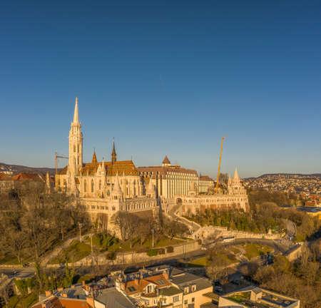 Aerial drone shot of Matthias Church on Buda hill during Budapest sunrise at dawn Stockfoto - 151029329