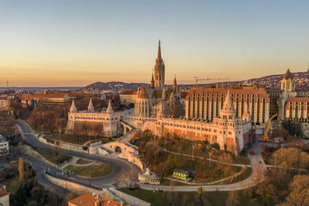 Aerial drone shot of Matthias Church on Buda hill during Budapest sunrise at dawn Stockfoto - 151029333