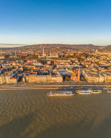 Aerial drone shot of Buda Hill quai by Danube river during Budapest sunrise morning glow Stockfoto - 151029514