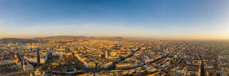 Panoramic aerial drone shot of St. Stephen Basilica at Budapest dawn sunrise in morning Stockfoto - 151127692