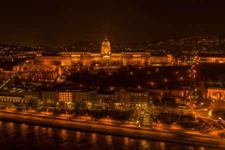 Aerial drone shot of Buda castle on Buda Hill in Budapest night with city lights on Stockfoto - 151127694