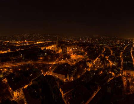 Aerial drone shot of Matthias Church on Buda hill on Fisherman Bastion in Budapest night Stockfoto