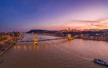 Aerial drone shot of Buda castle on Buda Hill during Budapest sunset 免版税图像 - 151134246