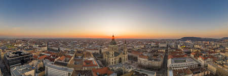 Panoramic aerial drone shot of St. Stephen Basilica at Budapest dawn sunrise in morning Stockfoto - 151134251