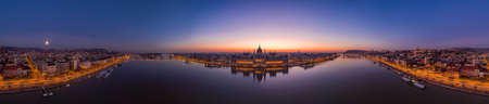 Panoramic aerial drone shot of Hungarian Parliament lights off sunrise in Budapest dawn Stockfoto - 151136271