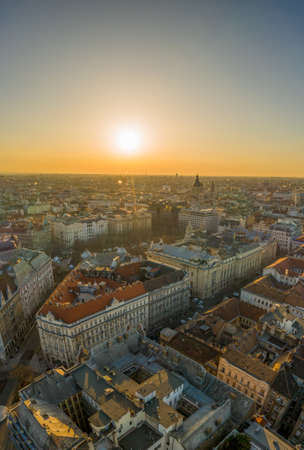 Aerial drone shot of east facade of St. Stephens Basilica in Budapest sunrise morning glow Stockfoto - 151134422