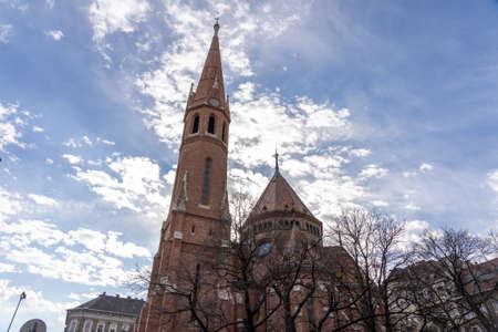 Upward view of Szilagyi Dezso Square Reformed Church by Danube river in Budapest Stockfoto