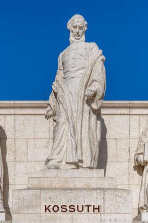 Statue of Hungary Lajos Kossuth in Kossuth monument beside Parliament building Stockfoto