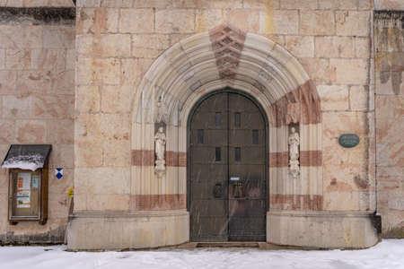 Front gate of Stiftskirche St. Peter und Johannes der Taufer in Berchtesgaden, Germany with snow Stockfoto