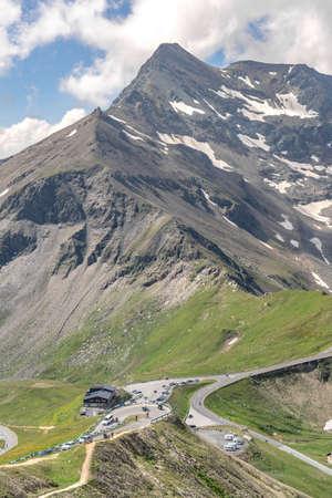 Serpentine road up to Edelweissspitze with view of Grossglockner mountain in Austria summer 版權商用圖片